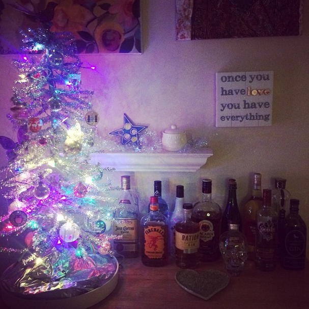 We spent the day after Thanksgiving with my family and I admired my Mom's Christmas-y bar.